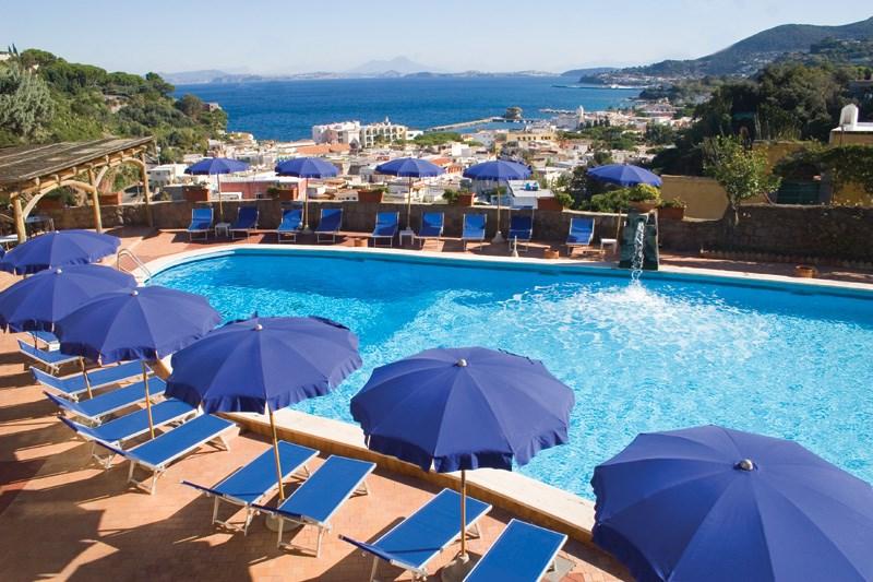 Hotel terme san lorenzo lacco ameno 4 stelle - Hotel con piscine termali all aperto ...
